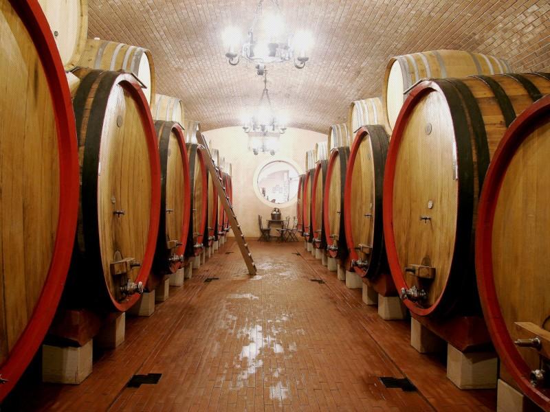 A San Martino si spilla la botte e si assaggia il vino